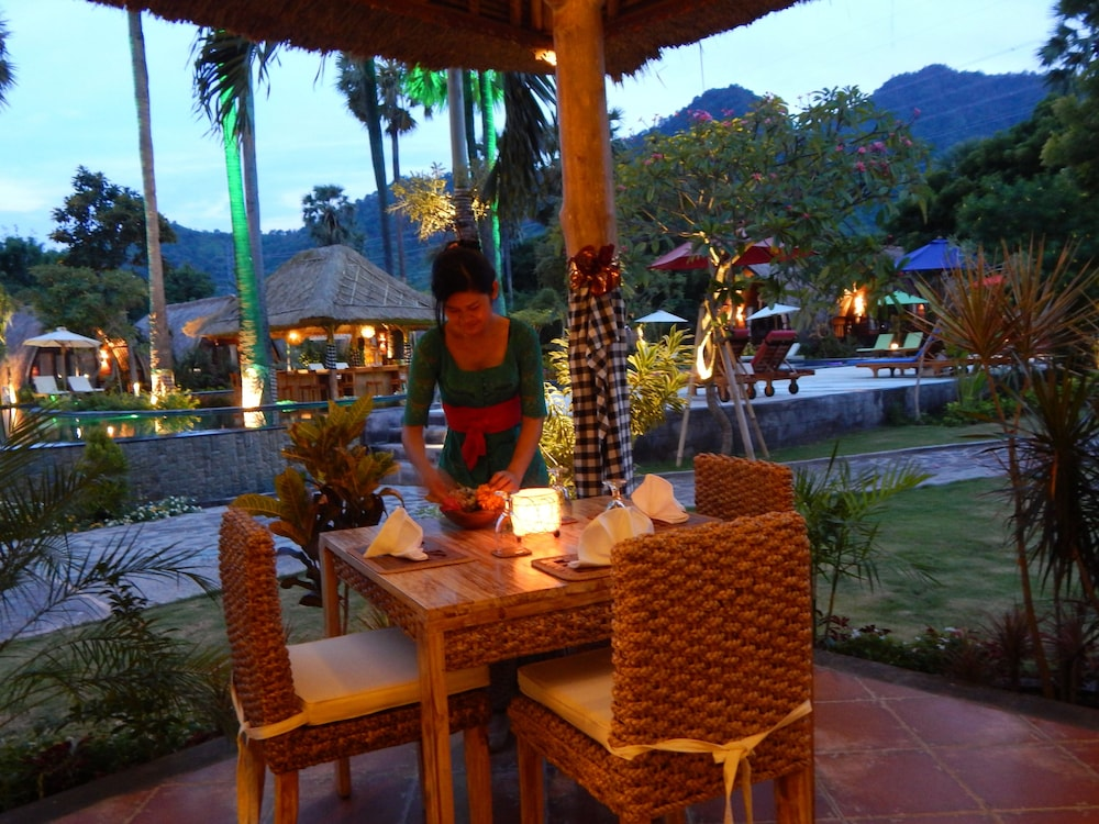 https://i.travelapi.com/hotels/10000000/9500000/9498900/9498829/66858564_z.jpg