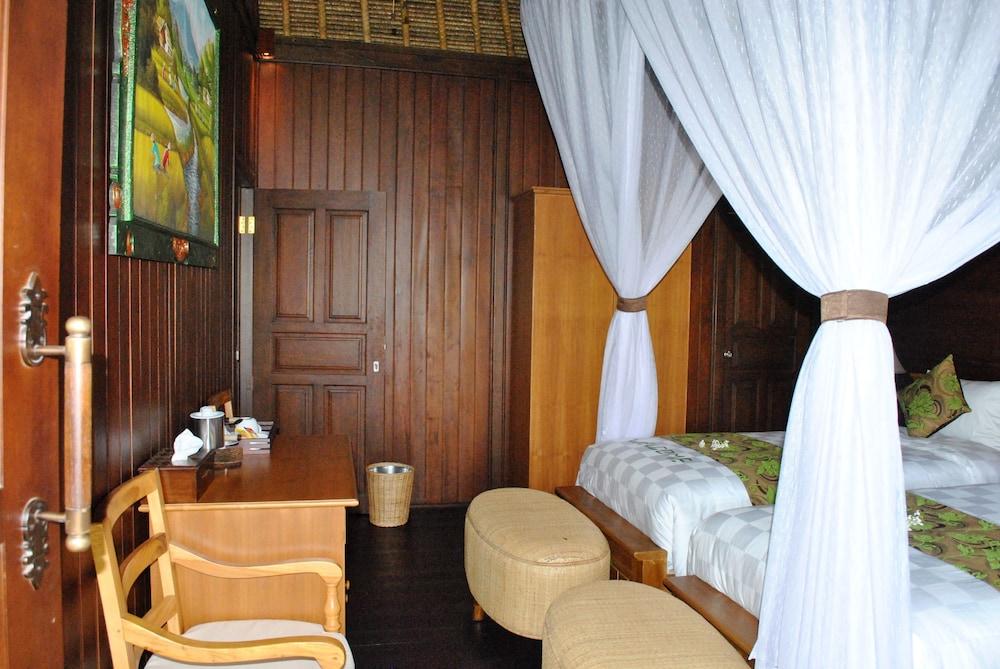 https://i.travelapi.com/hotels/10000000/9500000/9498900/9498829/730f5503_z.jpg