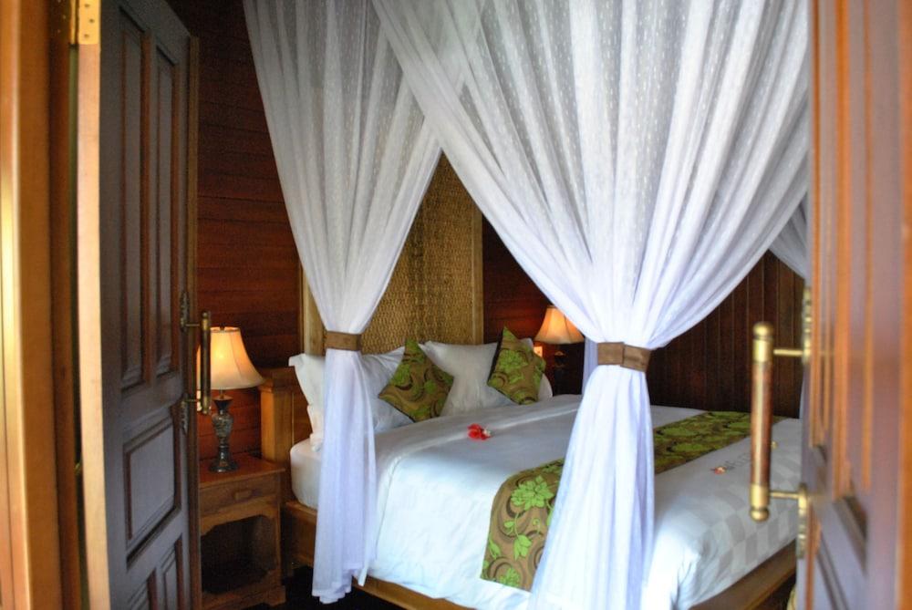 https://i.travelapi.com/hotels/10000000/9500000/9498900/9498829/75d62a8d_z.jpg