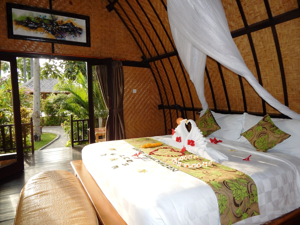 https://i.travelapi.com/hotels/10000000/9500000/9498900/9498829/a6ecca76_z.jpg
