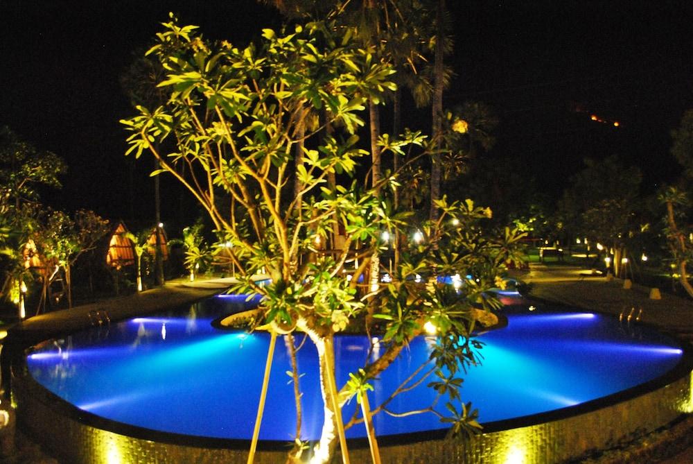 https://i.travelapi.com/hotels/10000000/9500000/9498900/9498829/d8b08c3e_z.jpg