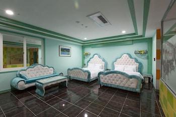 . Tower Palace Tourist Hotel