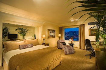 Deluxe Room, 1 King Bed, City View, Tower