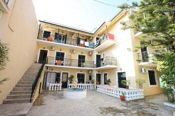 Elli Marina Studios & Apartments