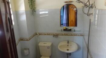Son Tung Hotel - Bathroom  - #0