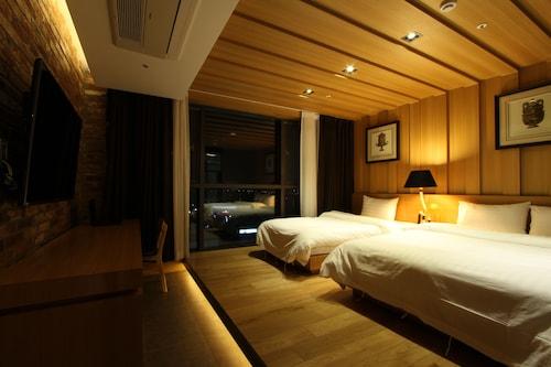 R.lee Suite Hotel Songdo, Yeonsu