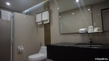 Score Birds Hotel Pampanga Bathroom