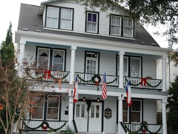 Lost Bayou Guesthouse B&B
