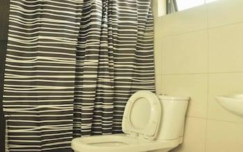 Urban Hostel Makati Bathroom