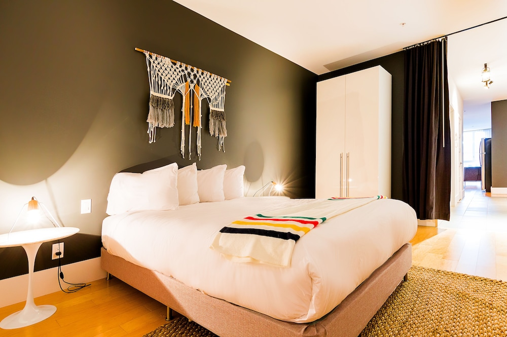 https://i.travelapi.com/hotels/10000000/9570000/9563800/9563771/95ff3351_z.jpg