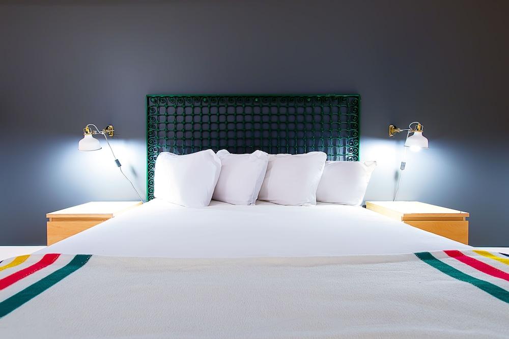 https://i.travelapi.com/hotels/10000000/9570000/9563800/9563771/d776dc2b_z.jpg