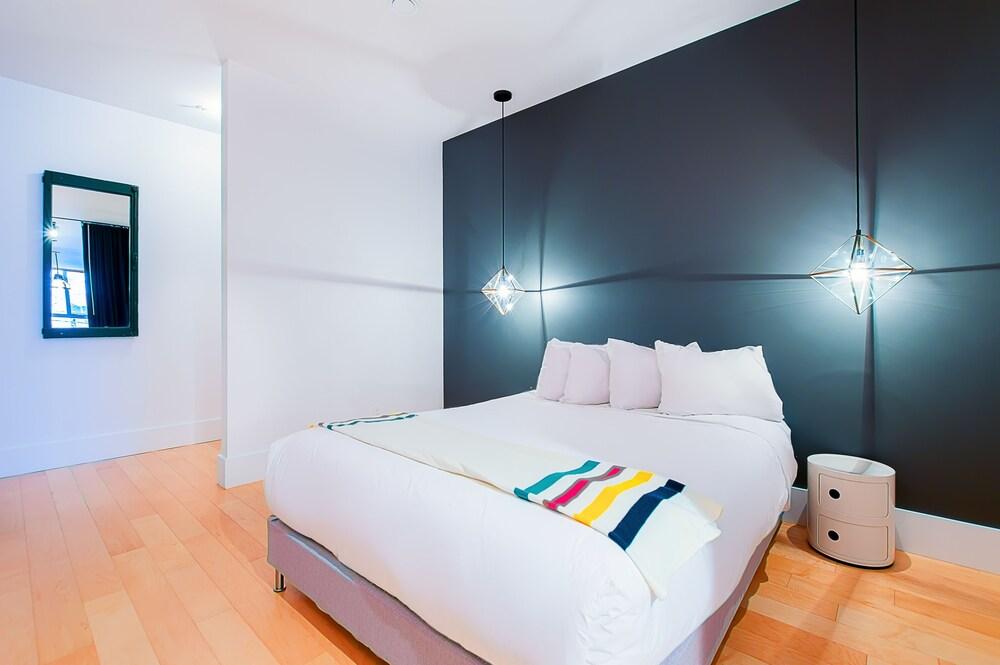 https://i.travelapi.com/hotels/10000000/9570000/9563800/9563771/f372dca3_z.jpg