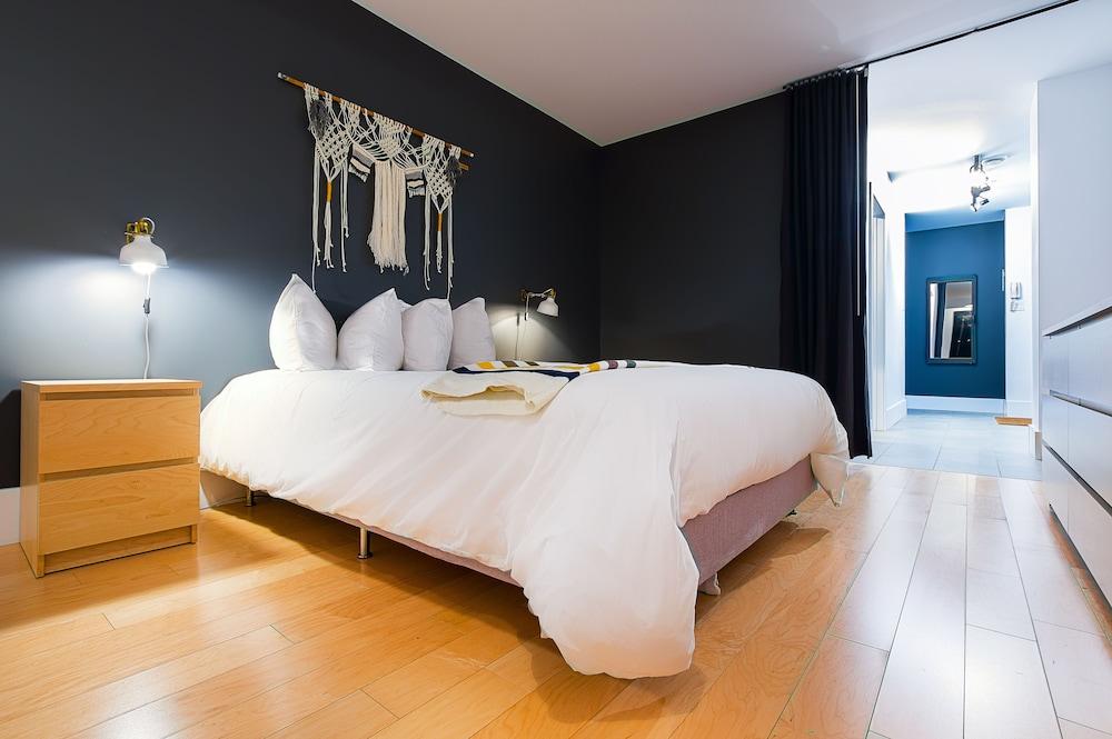 https://i.travelapi.com/hotels/10000000/9570000/9563800/9563771/f42a719a_z.jpg