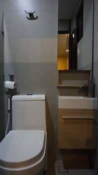 Mchotel Quezon City Bathroom