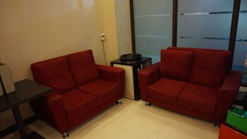 Mchotel Quezon City Lobby Sitting Area