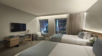 Premier Room, 2 Queen Beds, City View