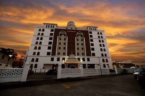 . Grand Puteri Hotel