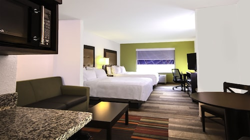 . Holiday Inn Express & Suites New Martinsville