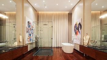 Under The Stars Luxury Apartments Boracay Bathroom Shower