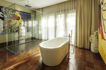 Under The Stars Luxury Apartments Boracay Deep Soaking Bathtub