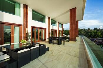 Under The Stars Luxury Apartments Boracay Balcony