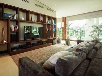 Under The Stars Luxury Apartments Boracay Living Area