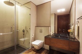 Under The Stars Luxury Apartments Boracay Bathroom