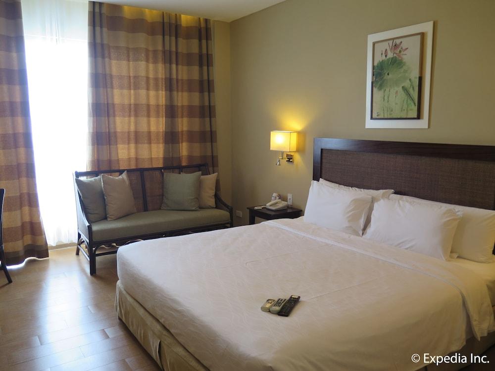 https://i.travelapi.com/hotels/10000000/9620000/9618900/9618818/4308ac2e_z.jpg