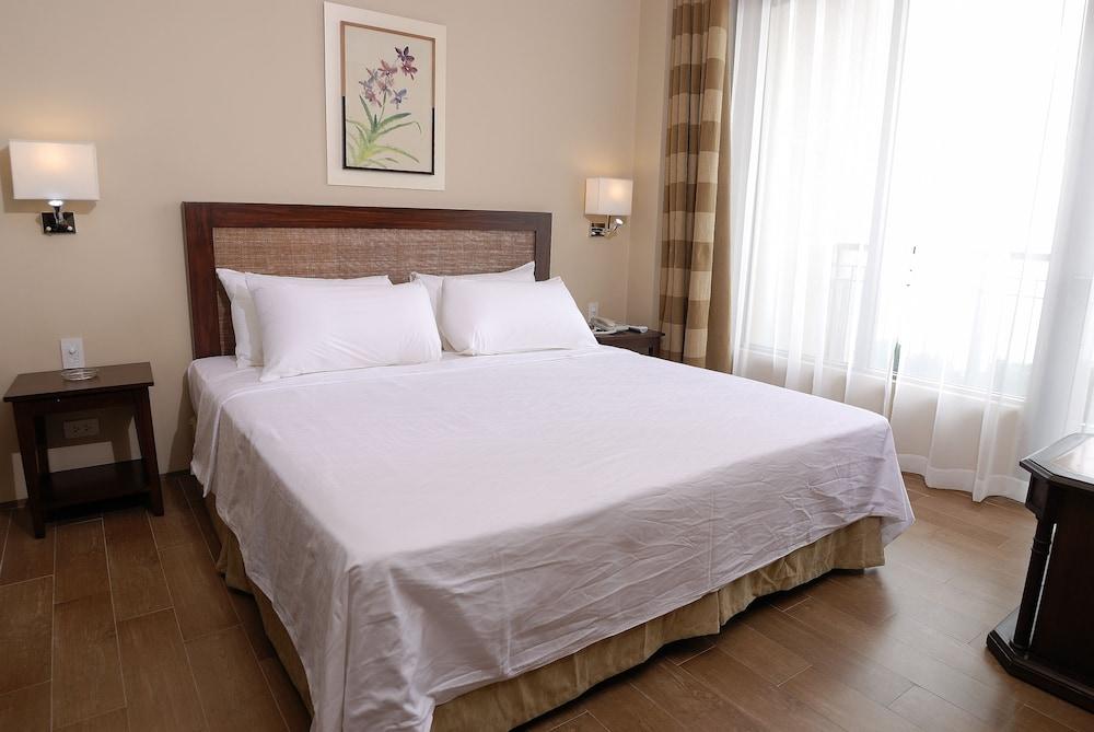https://i.travelapi.com/hotels/10000000/9620000/9618900/9618818/5bbc7020_z.jpg