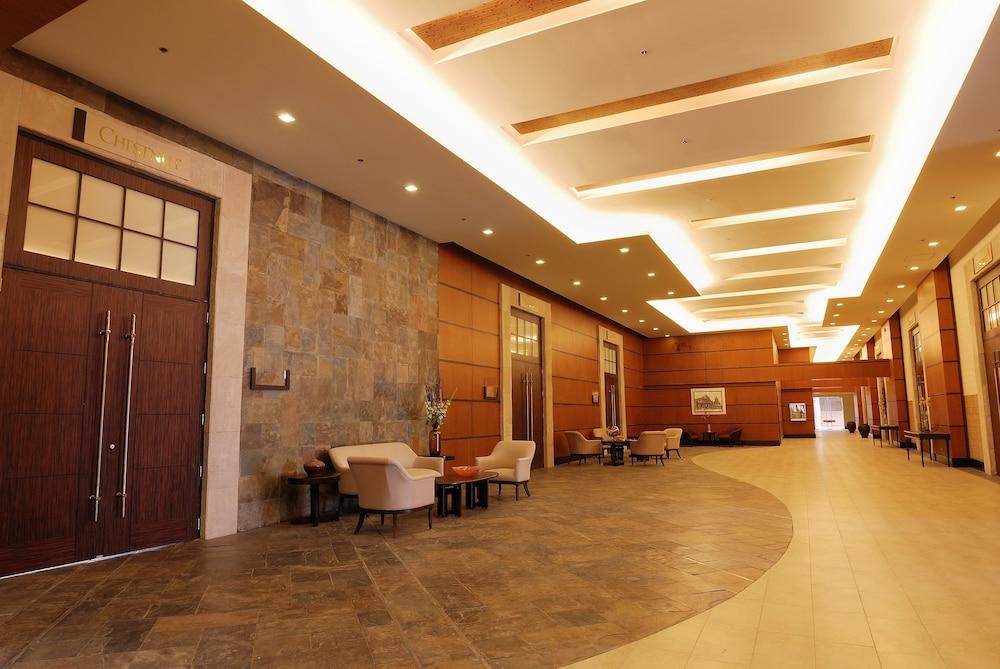 https://i.travelapi.com/hotels/10000000/9620000/9618900/9618818/cc097ae9_z.jpg