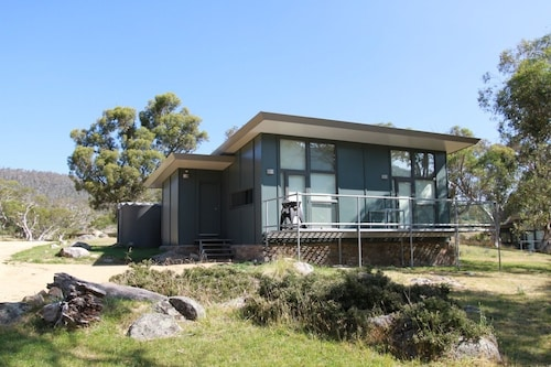Ecocrackenback 5 'Sustainable, luxurious chalet close to the slopes, Snowy River