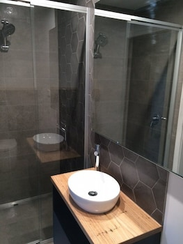 Altitude Apartments - Bathroom  - #0