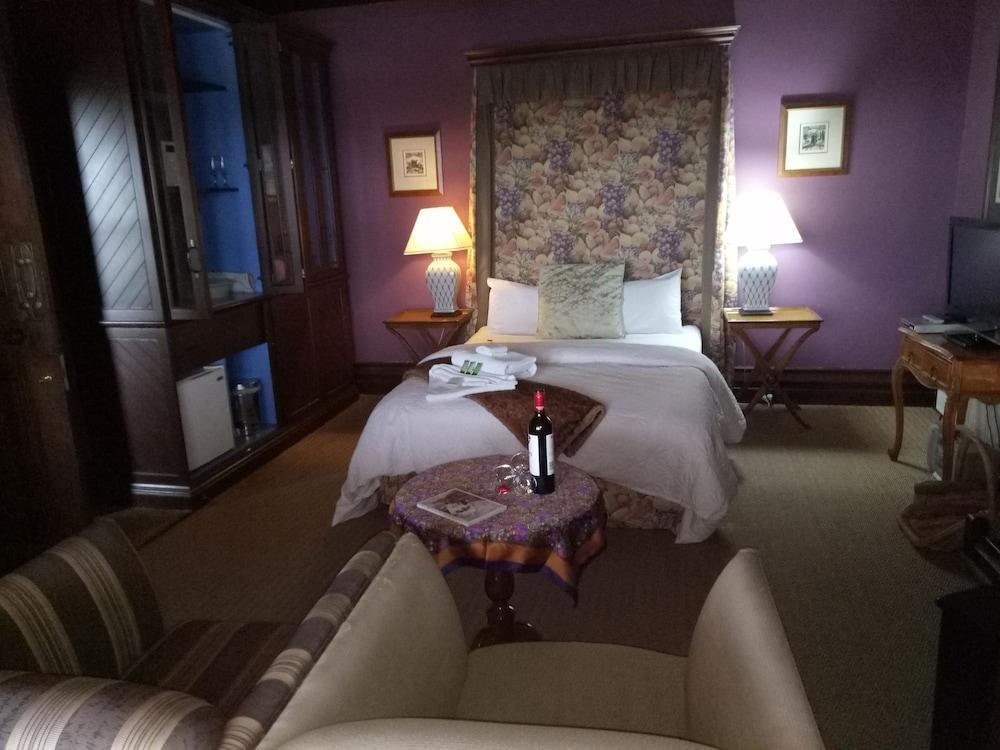 https://i.travelapi.com/hotels/10000000/9630000/9623700/9623601/05ec4ea6_z.jpg