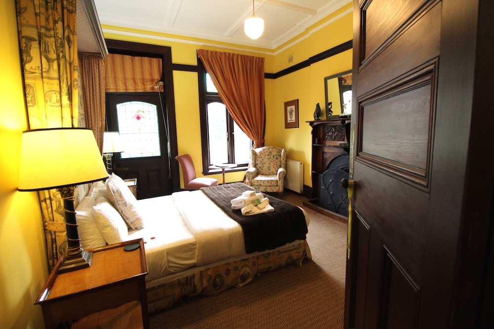 https://i.travelapi.com/hotels/10000000/9630000/9623700/9623601/84cef98f_z.jpg