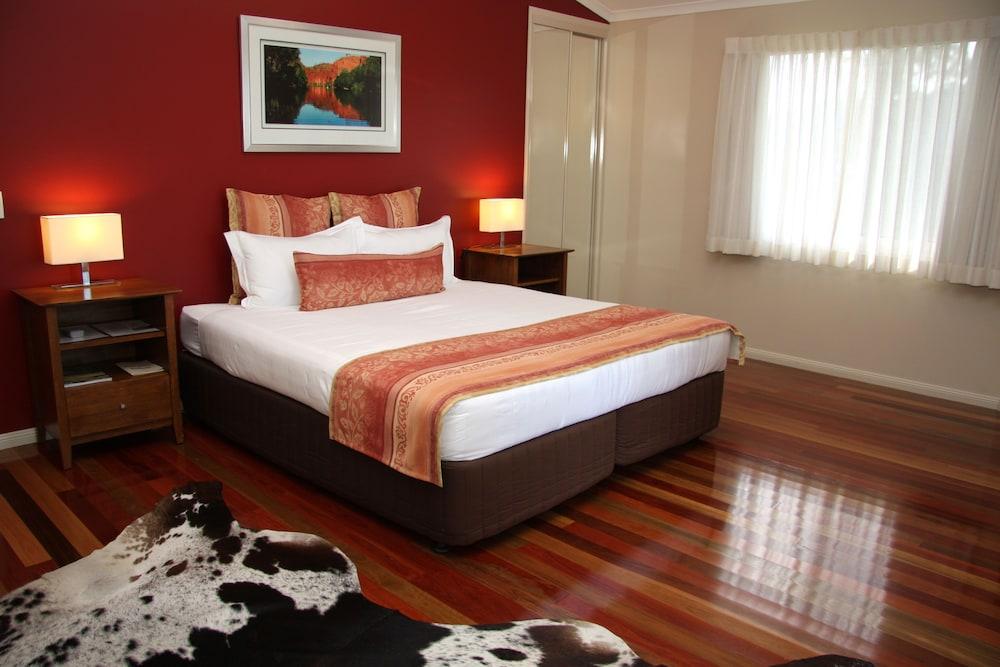 https://i.travelapi.com/hotels/10000000/9630000/9623800/9623709/e42ecc61_z.jpg