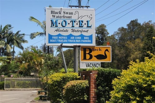 Black Swan Waterfront Motel - Not Suitable for Children, Lake Macquarie  - North