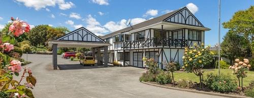 . Kingswood Manor Motel