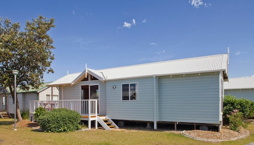 Blue Lagoon Beach Resort, Wyong - South and West