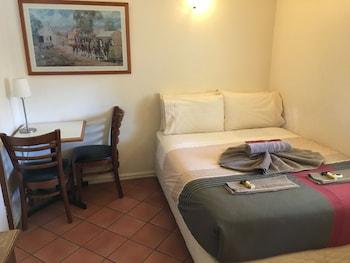 Small Budget Room