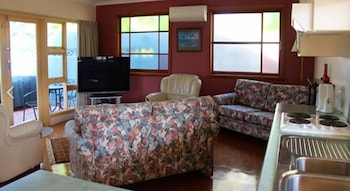 Anchlia Waterfront Cottages - Living Room  - #0
