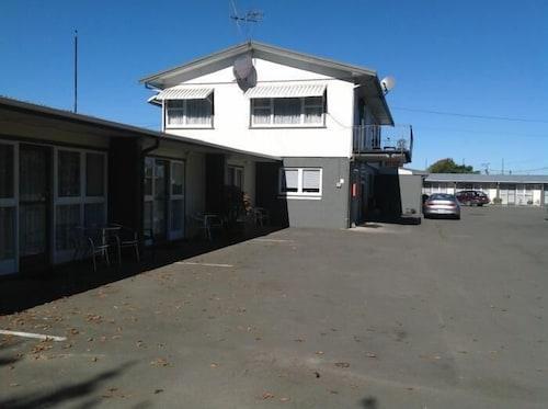 . Camberley Court Motel