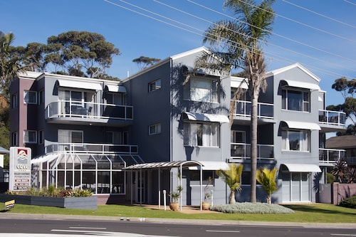 . Mollymook Cove Apartments