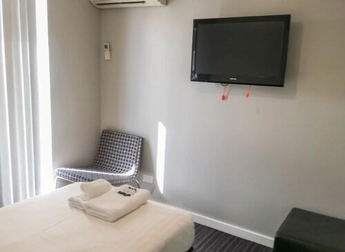 The Premier Hotel, Newcastle - Throsby