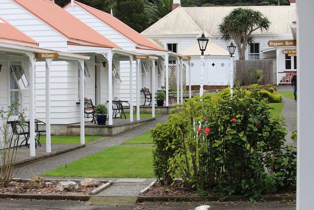 Coromandel Colonial Cottages Motel