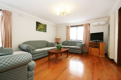40 Thames Holiday Unit, Whitehorse - Box Hill