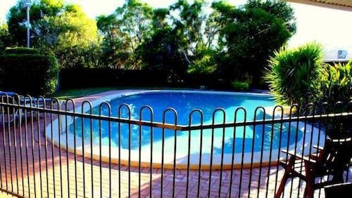 Pritchard Road Country Resort, Emerald