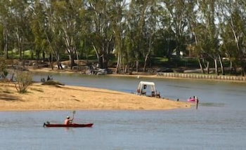 Elizas on the Murray