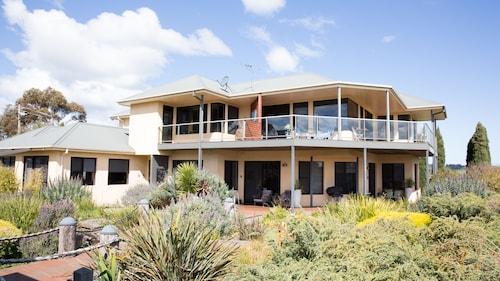 . Hilltop Apartments Phillip Island