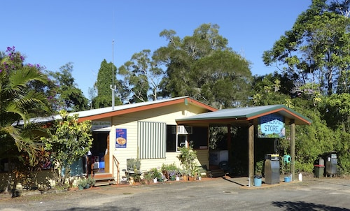 . Lake Eacham Tourist Park & Self Contained Cabins