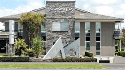 . Fountain City Motor Inn